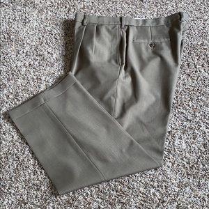 Haggar Classic Fit ECLO STRIA Dress Pants